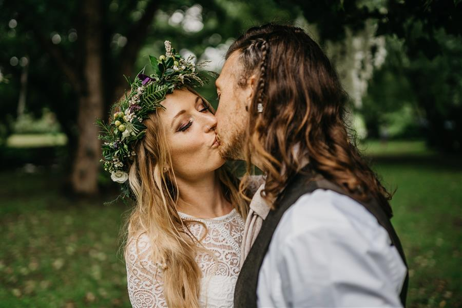 Festival wedding couple kiss