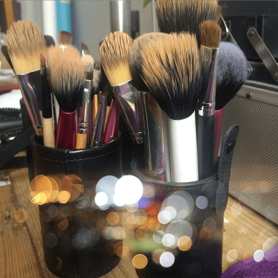 Make up brushes to be cleaned